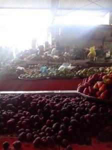 étals de fruits et légumes au marché de Cali