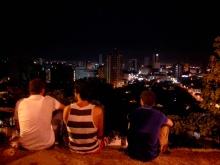 Groupe d'amis sur la colline de San Antonio