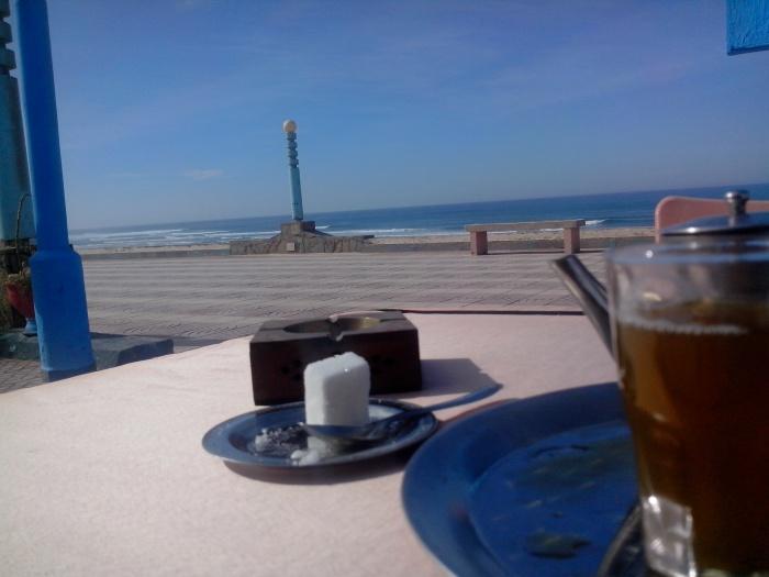 Thé à la menthe au restaurant la Corniche Aglou plage, Maroc